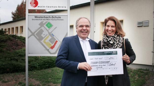 Scheckübergabe Westerbachschule